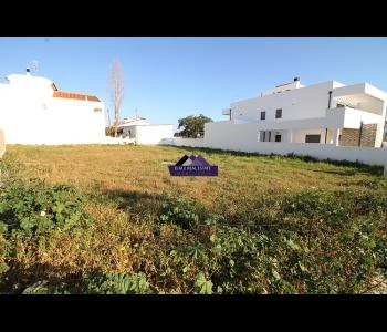 Terreno urbano com 838m2 para moradia de 250m2 em São Bartolomeu