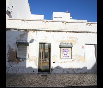 Casa Térrea no centro de VRSA para recuperar