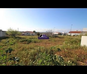 Terreno urbano com 560m2 para moradia de 245m2 em São Bartolomeu